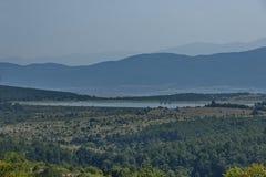 Окружающая среда запруды, искусственное озеро, резервуар или заграждение Bakurdere подобно Bozalan на Бабе реки около деревни Ver стоковые изображения