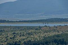 Окружающая среда запруды, искусственное озеро, резервуар или заграждение Bakurdere подобно Bozalan на Бабе реки около деревни Ver стоковые изображения rf