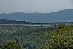 Окружающая среда запруды, искусственное озеро, резервуар или заграждение Bakurdere подобно Bozalan на Бабе реки около деревни Ver стоковое фото
