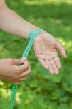 Окружность запястья руки стоковая фотография rf