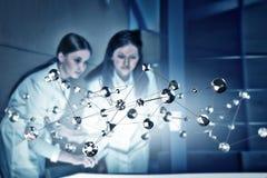 2 доктора и новой технологии Мультимедиа Стоковые Фотографии RF