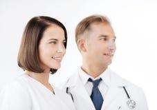 2 доктора с стетоскопами Стоковые Фотографии RF