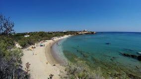 Октябрь на известном пляже Bouliagmeny, в предместье Афин, видеоматериал