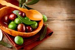 Оливки и оливковое масло Стоковая Фотография RF
