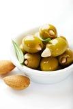 оливки миндалины зеленые изолированные заполнили белизну Стоковое Фото