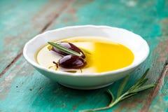 Оливки Kalamata в шаре оливкового масла Стоковая Фотография RF