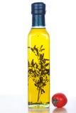 Оливковое масло в стеклянной бутылке и томате вишни Стоковое Изображение