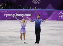 Олимпийские чемпионы Aljona Savchenko и Bruno Massot Германии выполняют в парах катаясь на коньках свободно катающся на коньках н стоковые фото
