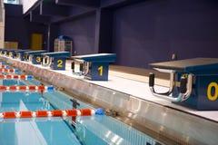 олимпийское заплывание бассеина Стоковые Фотографии RF