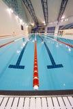 олимпийское заплывание бассеина Стоковые Фото