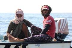 Оманское Fishermans на их шлюпке Стоковое Изображение RF