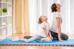 домашняя йога Стоковая Фотография