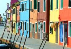 дома в острове Burano около Венеции в Италии в лете Стоковое Фото