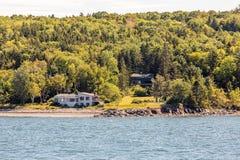 2 дома на побережье Мейна Стоковые Изображения RF