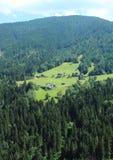 дома на холме встают на сторону в фантастических Альпах Стоковые Фотографии RF