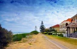 2 дома рассказа на пляже эспланады пляжа обозревая Стоковое фото RF