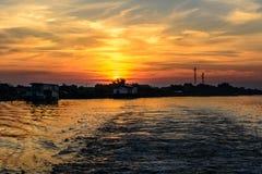 2 дома рыболова на заходе солнца в лете Горизонтальный взгляд A.C. Стоковая Фотография RF