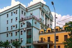 2 дома с много кондиционерами воздуха на фасадах moscow Россия Стоковое Изображение RF
