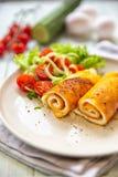 Омлет с vegetable салатом Завтраки яйца стоковое фото