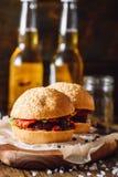 2 домодельных бургера говядины Стоковое фото RF