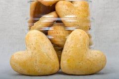 2 домодельных печенья в форме сердца Стоковое фото RF