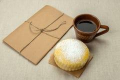 2 домодельных печенья молока с напудренным сахаром Стоковые Изображения