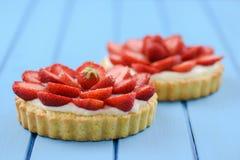 2 домодельных пирога с свежими сладостными клубниками и mascarpone Стоковая Фотография