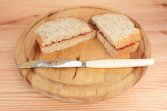 2 домодельных сандвича PB&J Стоковое фото RF
