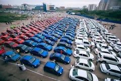 Омск, Россия - 22-ое августа 2014: Tricolor flashmob автомобилей флага Стоковое Изображение