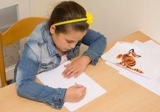дом девушки чертежа немногая Стоковая Фотография RF