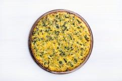 Омлет с травами, сыром и цукини стоковые изображения rf