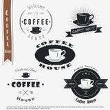 дом кофе капучино barman подготовляет Еда и обслуживание Комплект типографских ярлыков бесплатная иллюстрация