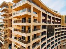 дом Мульти-этажа на море Montenegrin архитектура Реальный Es Стоковое Фото