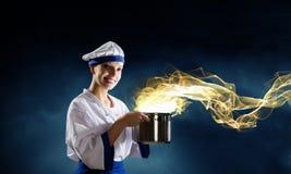 Она волшебник как кашевар стоковая фотография rf
