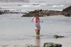 Она ЛЮБИТ океан Стоковое фото RF