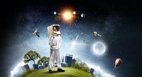 Она мечтает для того чтобы исследовать космос Мультимедиа стоковое фото rf