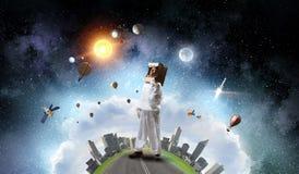 Она мечтает для того чтобы исследовать космос Мультимедиа стоковая фотография