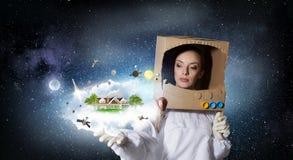 Она мечтает для того чтобы исследовать космос стоковая фотография rf