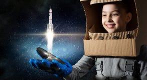 Она хочет стать астронавтом Мультимедиа стоковые фотографии rf