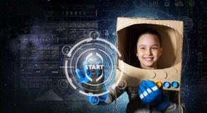 Она хочет стать астронавтом Мультимедиа Стоковое фото RF