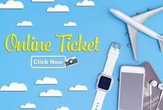 Онлайн билет с перемещением возражает на голубом небе Стоковое Изображение