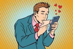 Онлайн дата и любит поцелуи человека рука женщины через smartphone иллюстрация вектора