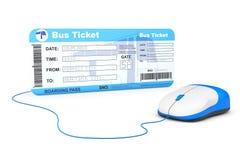 Онлайн концепция резервирования Билет посадочного талона шины и компьютер mo Стоковое фото RF