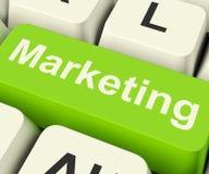 Онлайн ключ маркетинга может быть средствами массовой информации и Emai вебсайтов блогов социальными Стоковое Изображение RF
