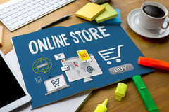 Онлайн магазин добавляет к магазину покупки магазина заказа тележки онлайн онлайн Стоковое фото RF
