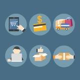 Онлайн покупки на мобильном устройстве Стоковые Изображения