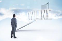 Онлайн против белых шагов водя к открыть двери Стоковые Изображения RF