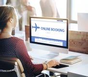 Онлайн резервирование путешествуя плоская концепция полета Стоковое Фото