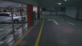 ОН нелегально один автостоянка или гараж сток-видео