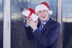 Он ` s получил подарок для рождества Стоковые Изображения